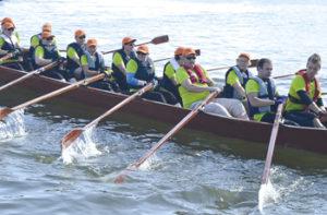Kirkkovenesoutu onnistuu omilla veneillä.