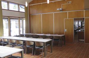Hvittorpin ruokasali on jaettavissa kahdeksi tilaksi.